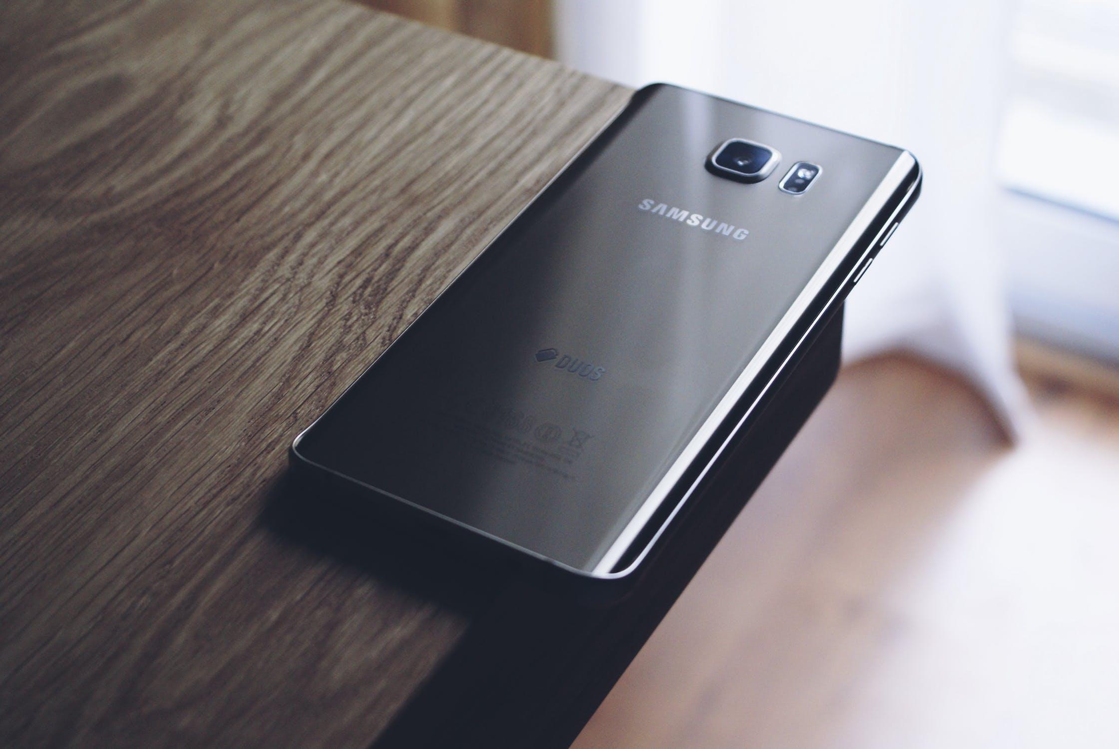 Zabezpiecz swój telefon – przydatne akcesoria ochronne do smartfonów Samsung